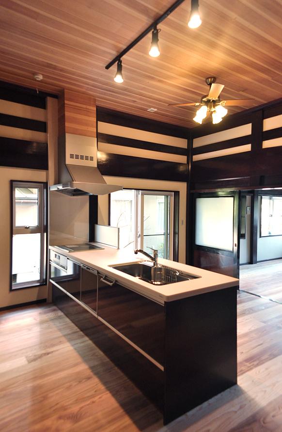 二間続きの美しいダイニングキッチン|富山・石川の注文住宅・木造住宅・古材リフォームなどの外断熱の家づくり。株式会社アキ