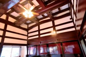 二間続きの枠の内と古材を再利用した住宅 アキの家