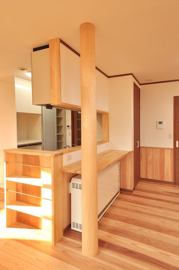 家を支える美しい大黒柱のLDK|富山・石川の注文住宅・木造住宅・新築などの外断熱の家づくり。株式会社アキ